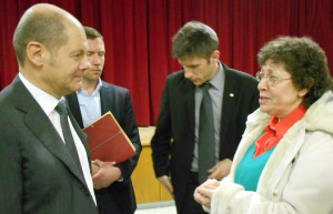 Margit Ricarda Rolf im Gespräch mit Olaf Scholz